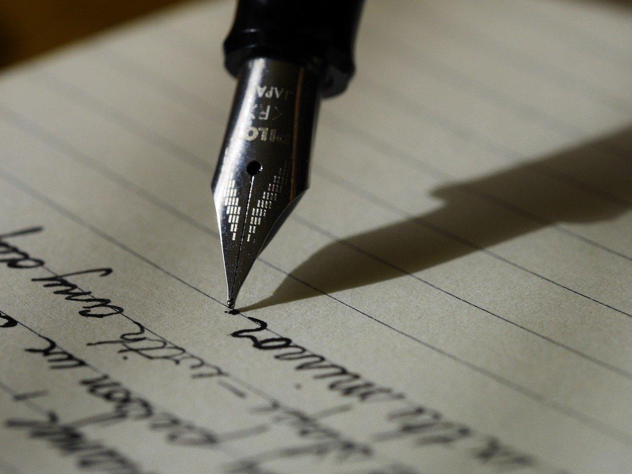 Lettres manuscrites : internaliser ou utiliser une plateforme ?